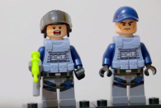 policia-lego-dinosaurio
